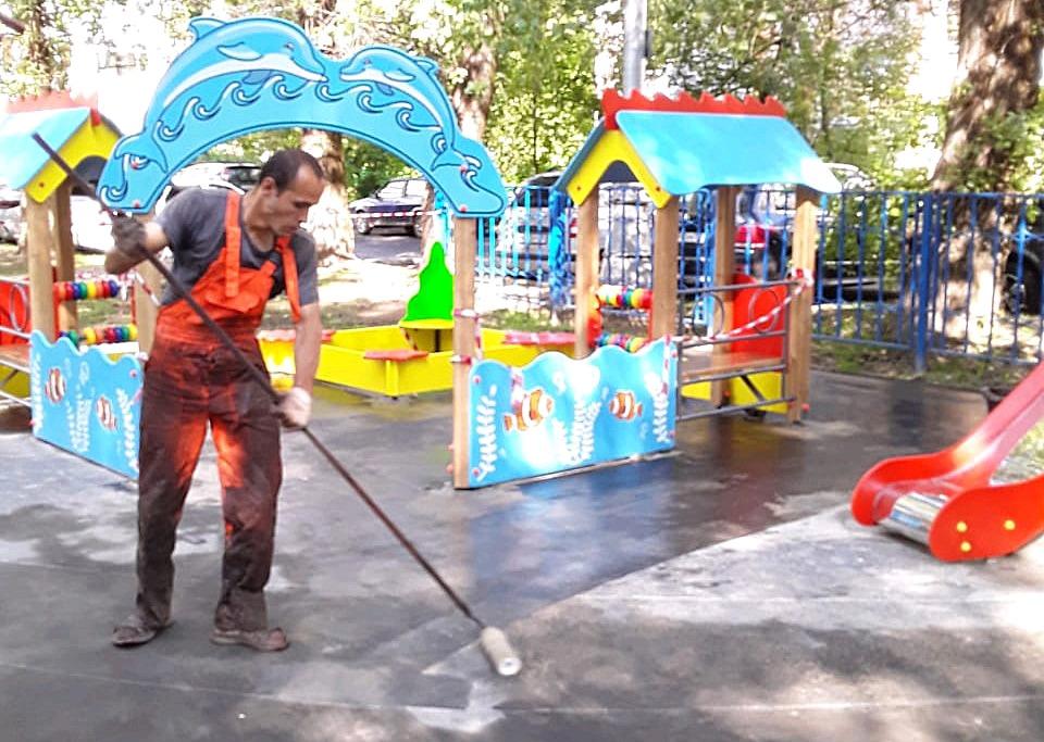 Работы по устройству резинового покрытия проведут в поселении Рязановское. Фото предоставили сотрудники администрации поселения Рязановское